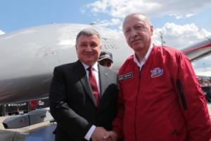 Avákov y Erdoğan discuten la cooperación en el ámbito de la seguridad de la aviación (Fotos)