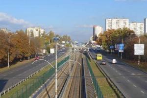 В столице закрыли на ремонт пешеходный мост на проспекте Курбаса