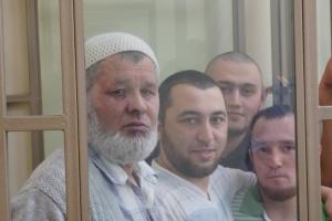"""У Крим із РФ етапували 15 кримських татар для пізнання """"засекреченим свідком"""""""