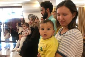 Українські немовлята в Туреччині отримали сорочки у рамках акції «Народжені у вишиванках»