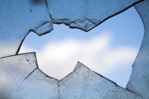 На Чернігівщині побили вікна в музеї загиблим бійцям АТО