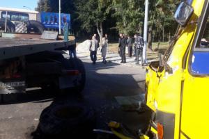 У Дніпрі вантажівка зіткнулася з маршруткою, 11 постраждалих