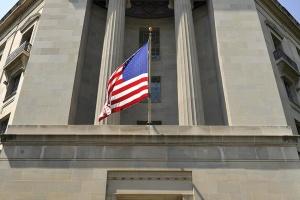 """Минюст США не нашел """"политики"""" в расследовании Мюллера"""