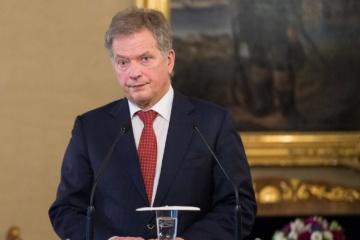 Finland's president urges Putin to reduce tensions on Russia-Ukraine border