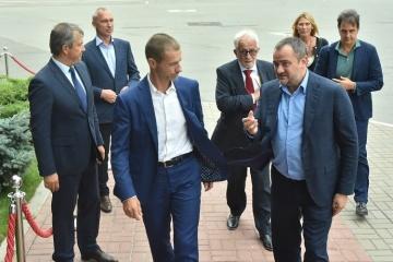 El presidente de la UEFA llega a Ucrania en una visita de dos días (Fotos)