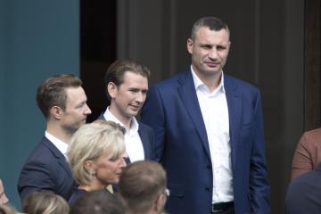 Vitali Klitschko trifft sich in Wien mit Sebastian Kurz und besucht ÖVP-Wahkampfveranstaltung - Fotos