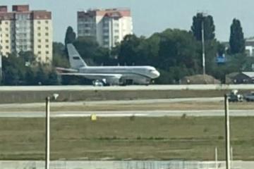 内務相、保安庁長官、海軍司令官、ボリスピリ空港到着