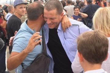 解放されたスシチェンコ氏、記者活動に戻ると発言