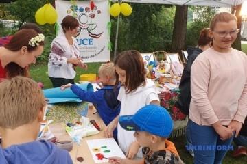 Setki Ukraińców przybyło na ukraiński piknik w Warszawie ZDJĘCIE