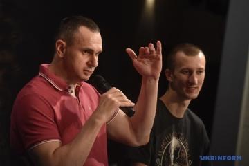 Sentsov : Je ferai tout mon possible pour libérer d'autres prisonniers ukrainiens en Russie et dans le Donbass