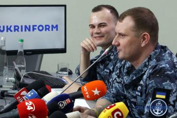 露から解放された海軍軍人が記者会見 拘束時に反撃しなかった理由など説明