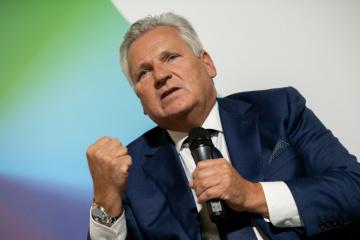 """Parlamentarzyści nie powinni zamieniać się w """"maszyny do głosowania"""" - Kwaśniewski"""