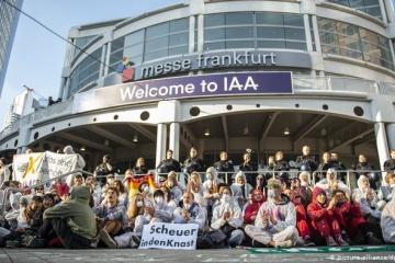 У Франкфурті блокували головний вхід на міжнародний автосалон