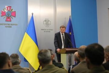 Zagorodnuk assure des attachés militaires que le cap sur l'OTAN est maintenu