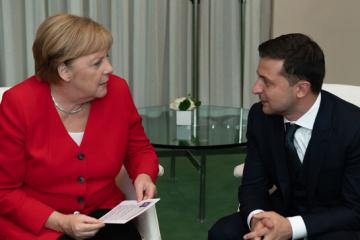 """Zełenski rozmawiał z Merkel o przygotowaniach do """"Szczytu normandzkiego"""""""