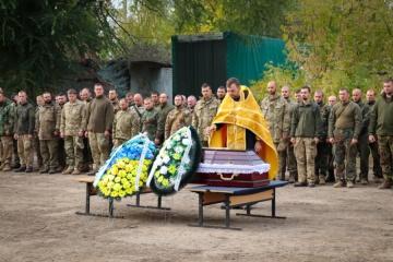ドネツィク州で戦死の国家警護隊隊員告別式