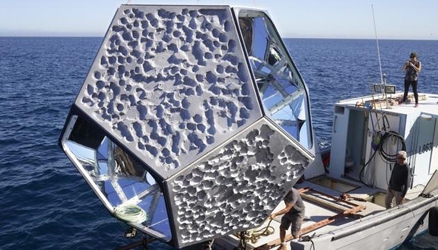У Каліфорнії художник розмістив інсталяцію під водою, аби закликати до порятунку океану