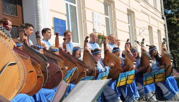 У Чернігівському музичному коледжі вшанували загиблих на війні студентів