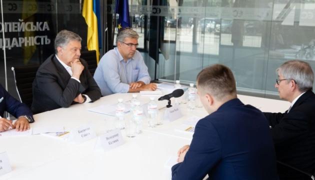 Порошенко обговорив із Чолієм спроби зняття санкцій з РФ