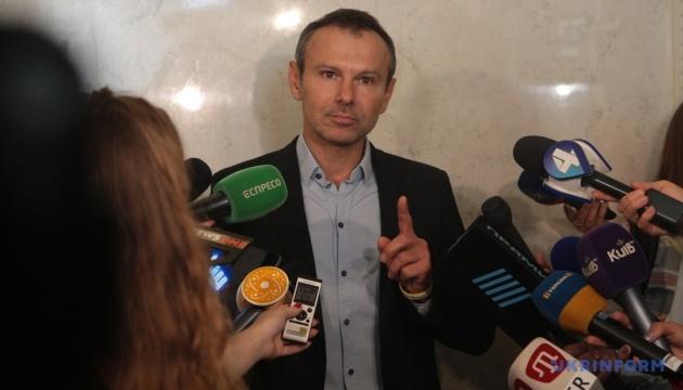 Вакарчук хочет избавиться от мандата без решения Рады