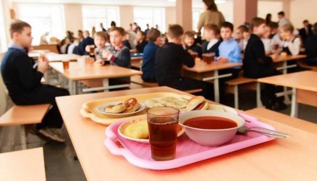 """""""Шведській стіл"""" з'явиться ще у 27 столичних школах"""
