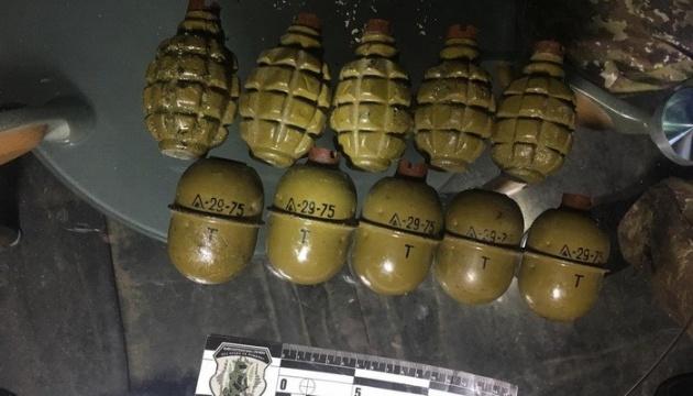 На Сумщині та Житомирщині вилучили зброю і вибухівку із зони ООС