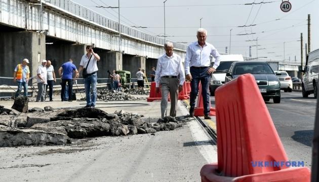 Рух важкого транспорту через ДніпроГЕС заборонять після ремонту