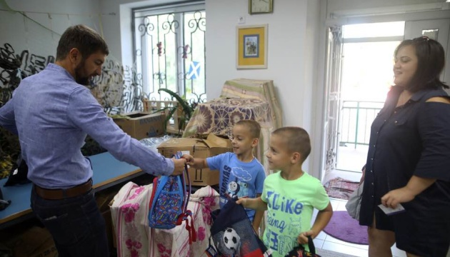 Українці діаспори зібрали до школи першокласників з родин учасників АТО і дітей-сиріт