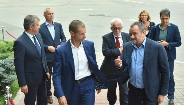 Президент УЕФА прибыл в Украину с двухдневным визитом