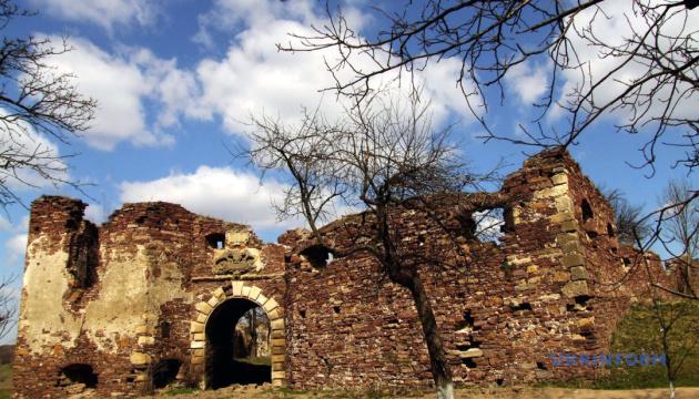 Старинный замок на Тернопольщине готовят к самобытному празднику