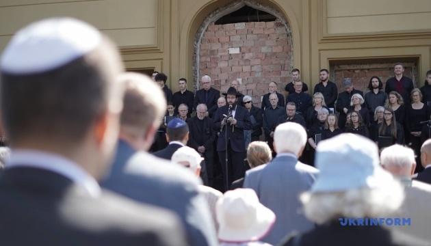 Посол Німеччини взяла участь у вшануванні пам'яті жертв Голокосту на Буковині