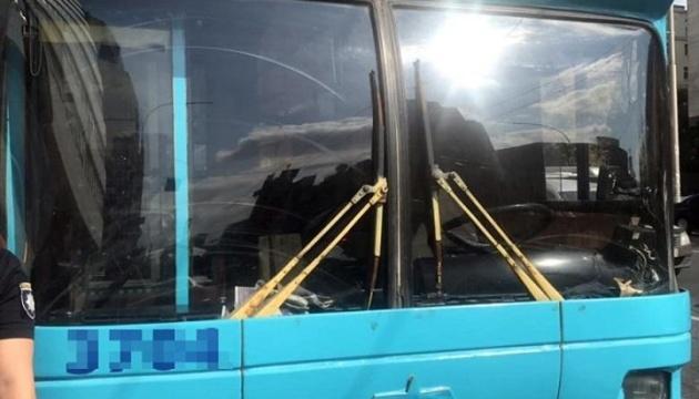 У Києві чоловік стріляв у пасажирів тролейбуса, двоє поранених