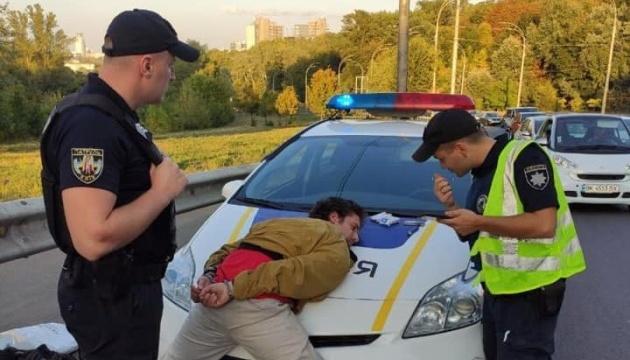 В Киеве задержали мужчину, который стрелял в пассажиров троллейбуса
