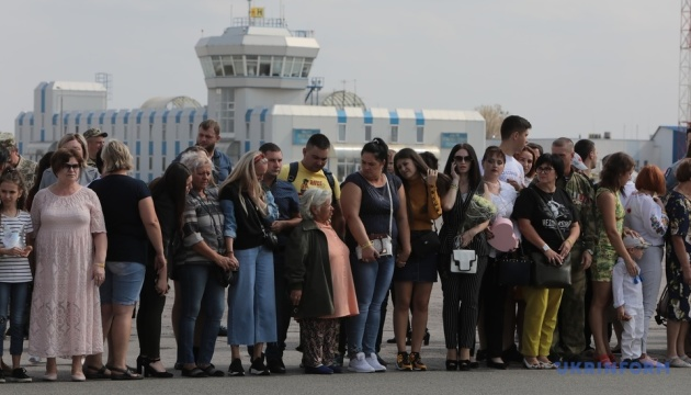 Plane with released Ukrainians lands at Boryspil Airport. Video