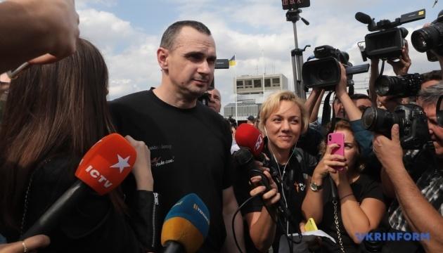 Мама Сенцова готується виїхати до Києва для зустрічі з сином