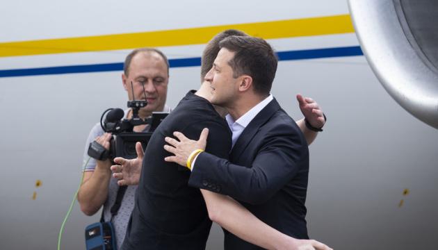 Зеленський зустрів звільнених українців