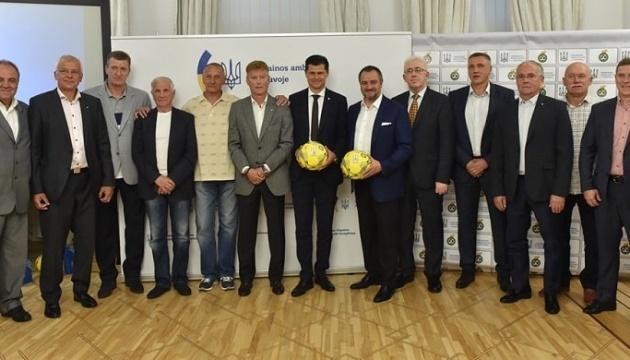 В посольстве Украины в Литве прошла встреча футбольных легенд
