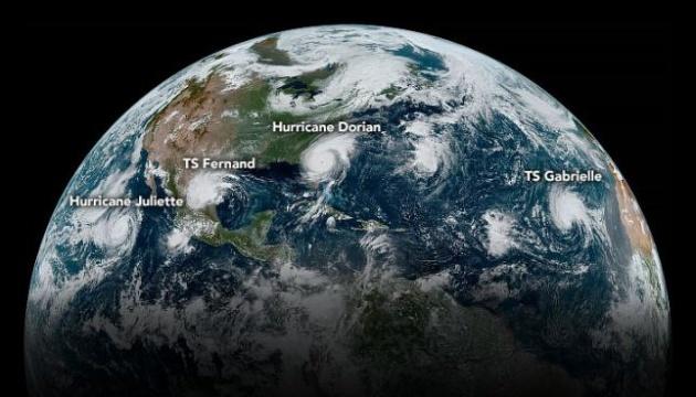 У NASA показали, як виглядають тропічні циклони з космосу