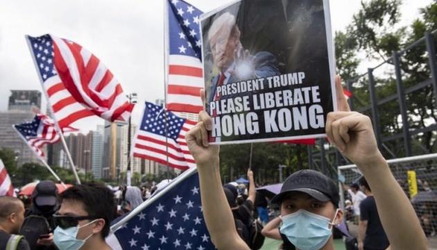 Демонстранти у Гонконзі попросили Трампа про допомогу