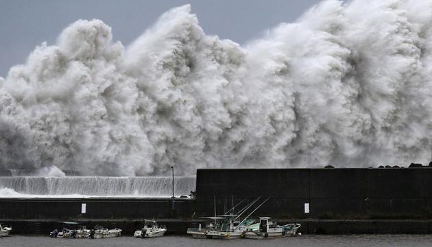 Тайфун Хаґібіс, що насувається на Японію, може стати найпотужнішим за 60 років