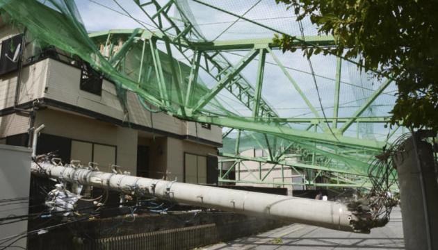 """Тайфун """"Факсай"""" вирує у Японії: двоє загиблих, десятки постраждалих"""