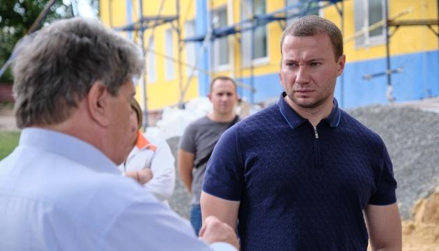 Керівник Донеччини побував на будівництві школи та дороги на Маріуполь