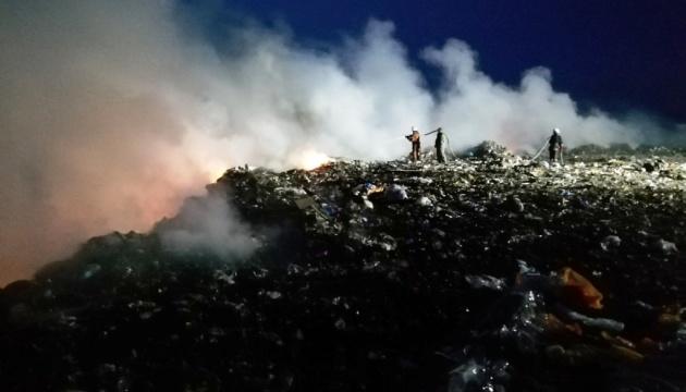 У Бердичеві відучора гасять сміттєзвалище
