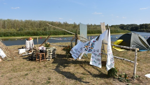Під час Дня Десни на Чернігівщині в річку випустили 4 тонни мальків