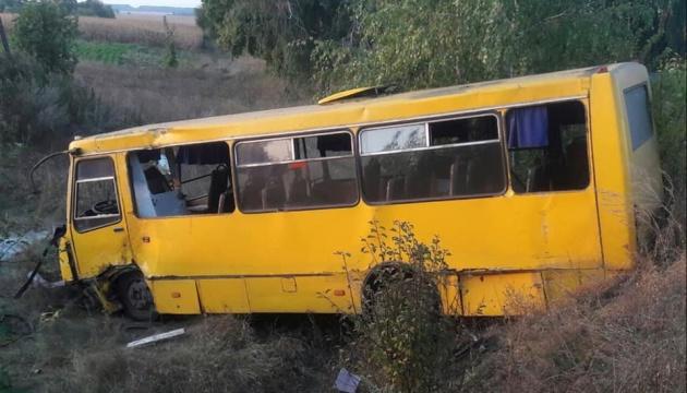 На Полтавщині Peugeot влетів в автобус, п'ятеро постраждалих