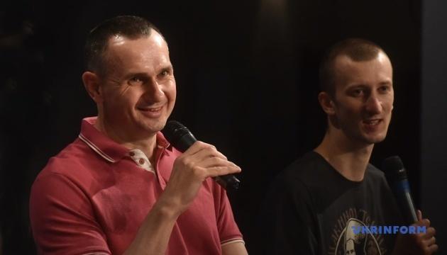 解放のクリミア出身センツォフ氏、拘束時に露国籍の取得を迫られたと説明