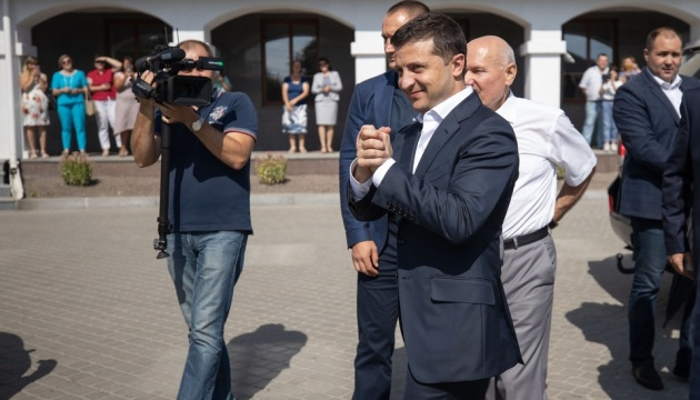 Zelensky invita  a los graduados talentosos de la Academia de Ostrog a las reformas  (Fotos)