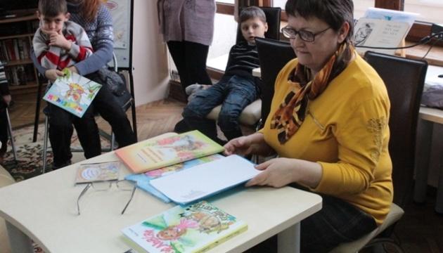 Поетеса Віра Правоторова подарувала збірки своїх віршів українцям в Йорданії