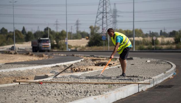 Кличко показав, як ремонтують Велику кільцеву дорогу