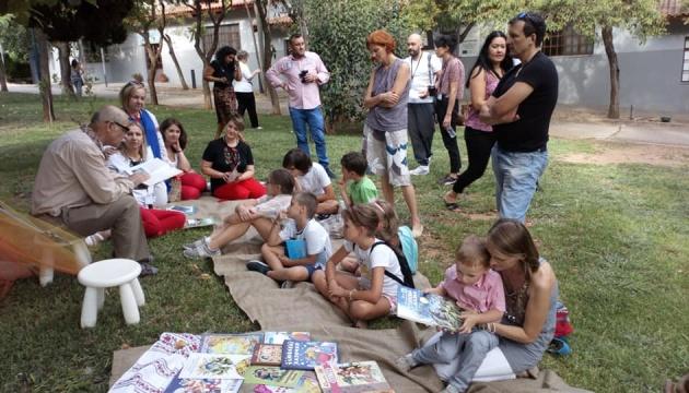 В Афінах читали українською в рамках проєкту «Росту, читаючи»